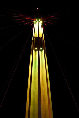 Pilastro illuminato del ponte sul mare - Pescara (2669 clic)