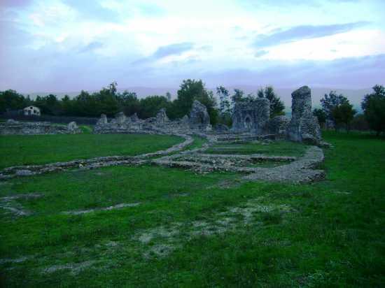 Anfiteatro romano - GRUMENTO NOVA - inserita il 07-Jan-10