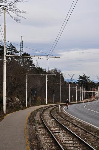 lungo le rotaie. - Trieste (685 clic)