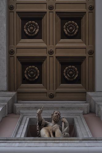 palazzo della borsa vecchia. - Trieste - inserita il 15-Jun-15