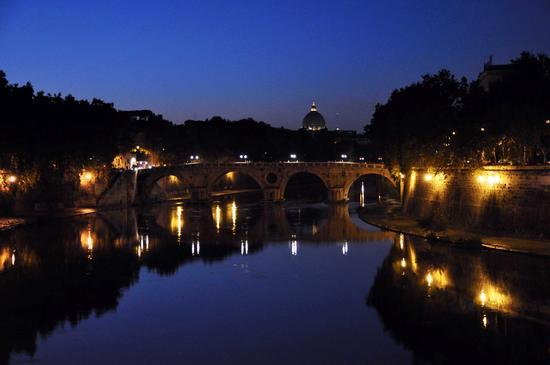 Ponte Sisto e la Cupola di San Pietro - Roma (3523 clic)