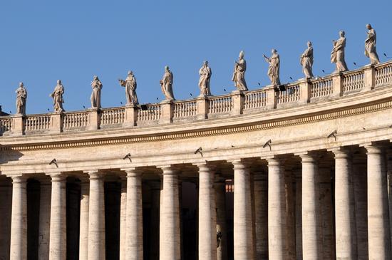 Colonnato esterno alla Basilica di San Pietro - Roma (931 clic)