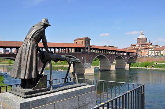 La Lavandaia, il Ponte Coperto e il Duomo - Pavia (1989 clic)