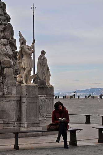 il pomeriggio in piazza. - Trieste (590 clic)
