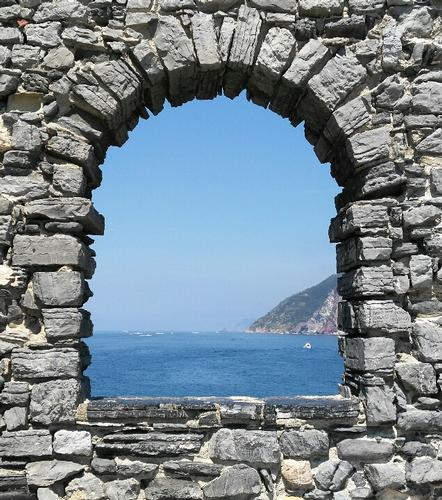 Una finestra sul mare - Porto venere (717 clic)