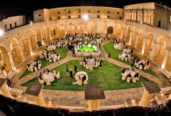 Matrimonio Lecce, Chiostro dei Domenicani Lecce, location matrimonio e ricevimenti lecce, suggestiva scenografia per fotografie e matrimoni di classe   (10490 clic)