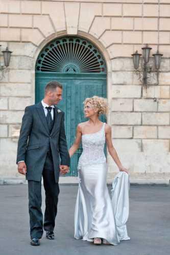 Matrimonio Lecce, Piazza Santo Oronzo Lecce, Reportage foto matrimonio lecce, passeggiata  sposo e sposa per le vie del centro storico (4912 clic)