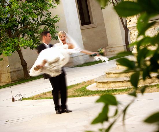 Fotografia sposo e sposa  nel Chiostro del seminario di Lecce, ideale cornice per foto e riprese video matrimoni in Piazza Duomo a Lecce (4746 clic)