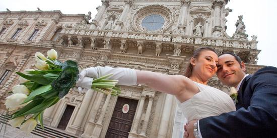 Scene da matrimonio, fotografia Matrimoni Lecce,  Basilica Santa Croce a Lecce , sposo e sposa  felici (5938 clic)