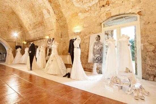 Fotografia matrimonio Lecce, Abiti da sposa, sposo e cerimonia Lecce, esposizione abiti sposo e sposa di Idea Sposa collezione 2010 presso il Chiostro dei Domenicani, suggestiva location per matrimoni (6305 clic)