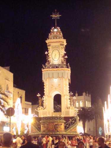 piazza Cavur la notte della festa Maggiore - Terlizzi (4387 clic)