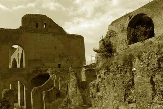 le rovine di Roma - ROMA - inserita il 04-Jan-10