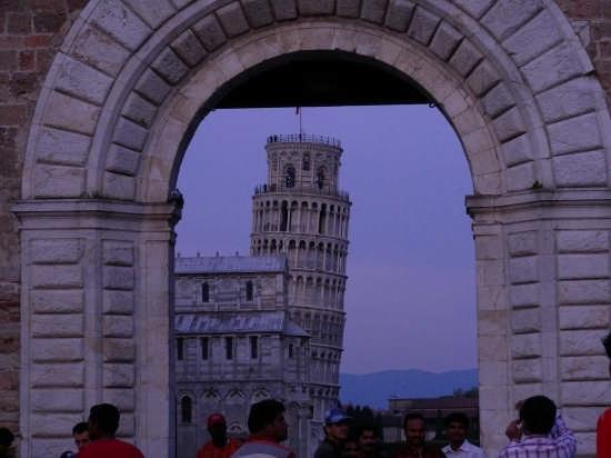 Pisa dopo il tramonto (3139 clic)