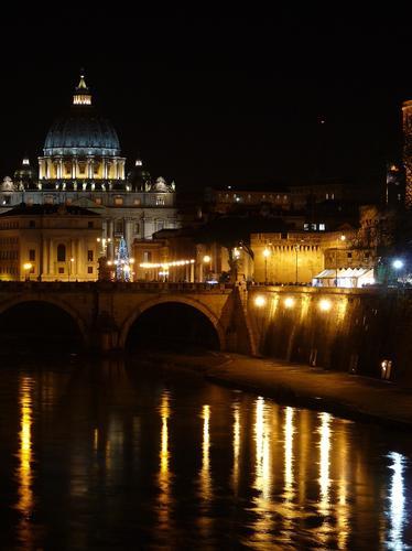 Sotto il cupolone - Roma (2758 clic)