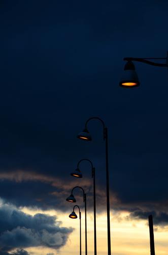 Discreti lampioni si chinano al magnifico cielo - Pomezia (2326 clic)