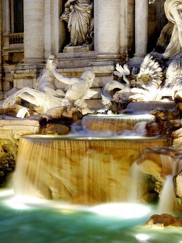 Fontana di Trevi, particolare - Roma (3101 clic)