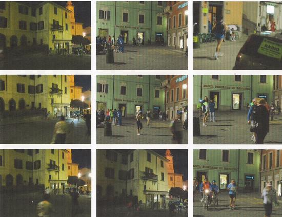 La  Notte del Passatore..al TRANSIT POINT di Marradi tra applausi e sfinimenti e Faenza è ancora lontana, mentre la lunga scia di lumini sembra perdersi nel buio fuori città..addì 28 maggio 2011.</tit (1942 clic)
