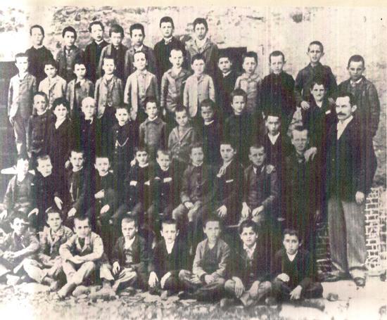 Anno 1893 Foto Scolastica con Dino Campana alle Elementari(secondo penultima fila da sinistra) Don Annunzio Tagliaferri, compagno di Dino Campana alle scuole elementari. Recensione da Marradi Free New (1700 clic)