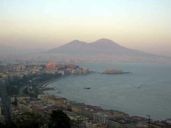 Panorama di Napoli con Vesuvio (3435 clic)
