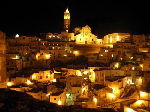 la citta più bella del mondo: Sassi di Matera (6670 clic)