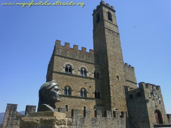 Castello dei Conti Guidi e busto di Dante Alighieri - Poppi (2150 clic)
