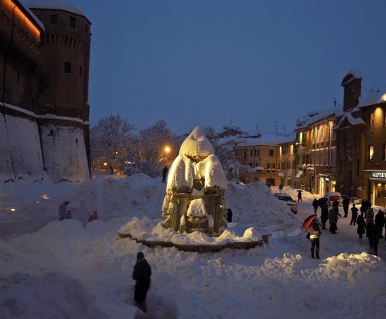 Sepolti dal nevone del 2012 - Cesena (3459 clic)