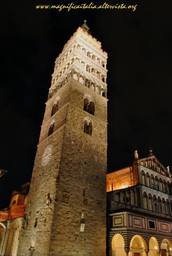 Il poderoso campanile della Cattedrale - Pistoia (2477 clic)