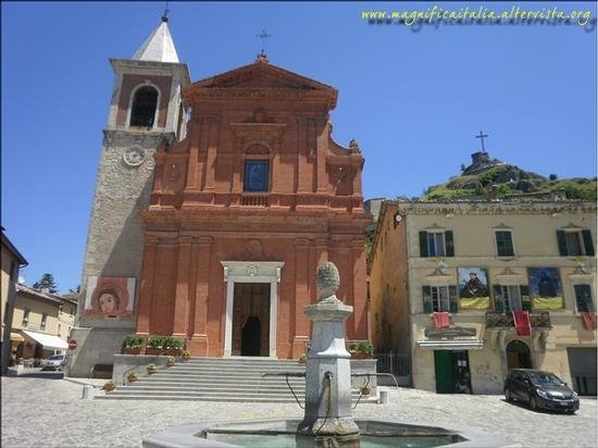 Piazzetta, fontana, Cattedrale e ruderi Castello di Billi - Pennabilli (2077 clic)