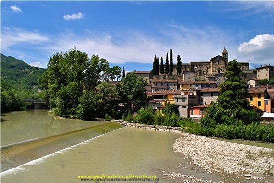 Il paese e il Fiume Bidente che lo lambisce - Cusercoli (1251 clic)