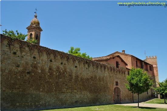 Le mura che cingono il borgo - Buonconvento (1310 clic)