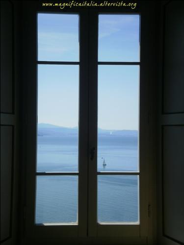 Liberta' oltre la finestra - Duino (2366 clic)