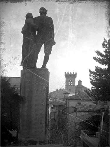 Monumento ai caduti dal Convento dei Cappuccini - Arcevia (2669 clic)