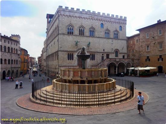 Fontana maggiore - Perugia (3447 clic)