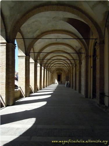 Loggiato di San Francesco - Fabriano (2789 clic)