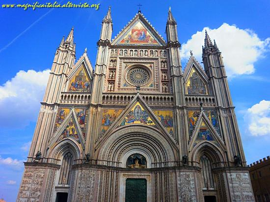Slanciato verso il cielo blu - Orvieto (4621 clic)
