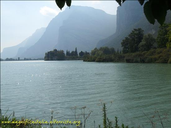 Castel Toblino, tranquillita' e armonia - Calavino (2201 clic)