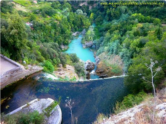Veduta dall'alto sopra la grande cascata - Tivoli (5218 clic)