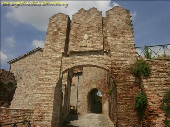 Ingresso del Castello - Coriano (1925 clic)