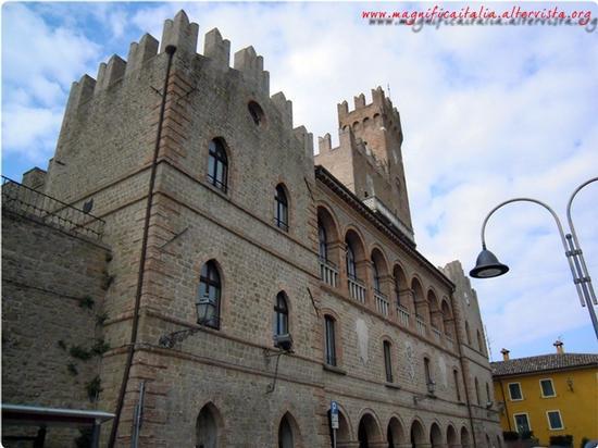Il castello - Tavoleto (1462 clic)