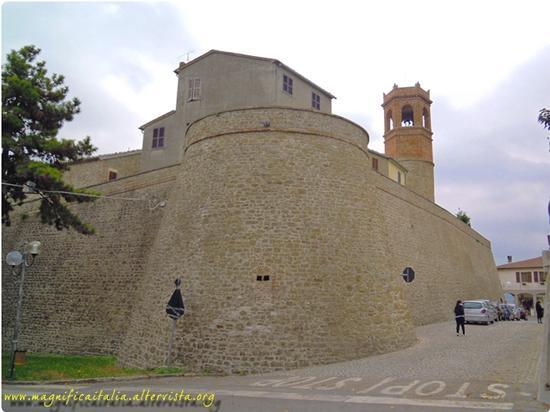 Mura del borgo fortificato. - Auditore (2055 clic)