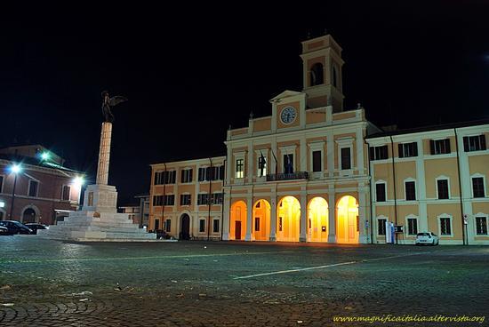 Piazza Borghesi - Savignano sul rubicone (1401 clic)