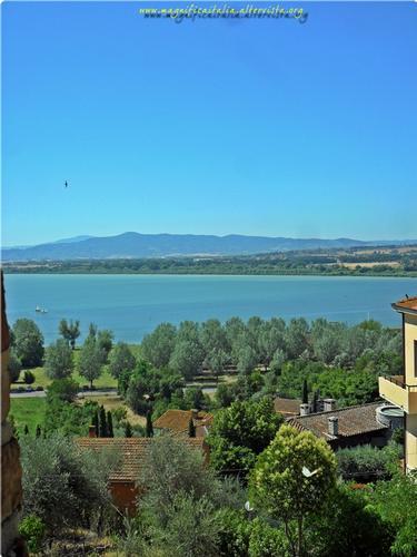 Cielo e Lago Trasimeno, trionfo d'azzurro nella placida campagna Umbra. - Castiglione del lago (1246 clic)