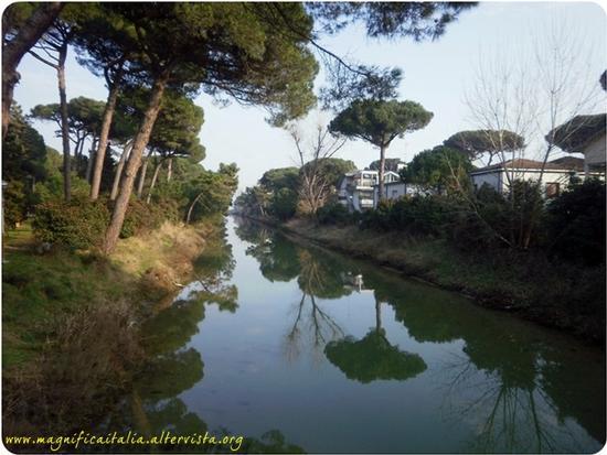 Il canale - Milano marittima (2012 clic)