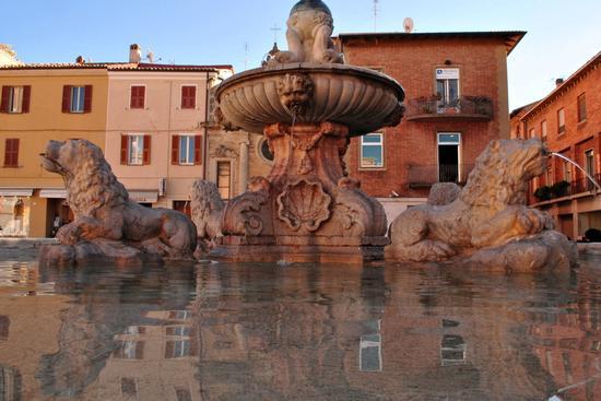 Particolare della Fontana della Fortuna - Fano (2296 clic)