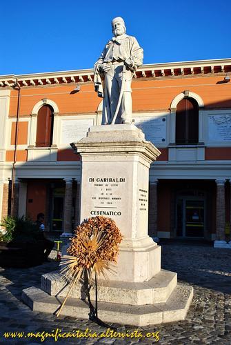 Monumento a Giuseppe Garibaldi, giusto tributo ad un eroe - Cesenatico (1568 clic)