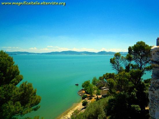 Il Trasimeno visto dalle mura della Rocca - Castiglione del lago (2255 clic)
