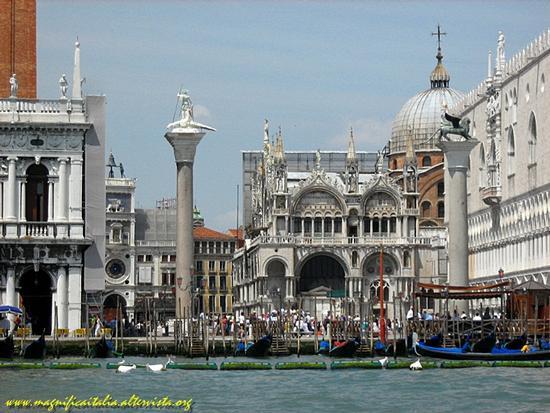 Piazza SAn Marco dall'attracco del vaporetto. - Venezia (4560 clic)