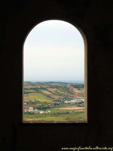 Finestra sulla Valmarecchia - Verucchio (1286 clic)