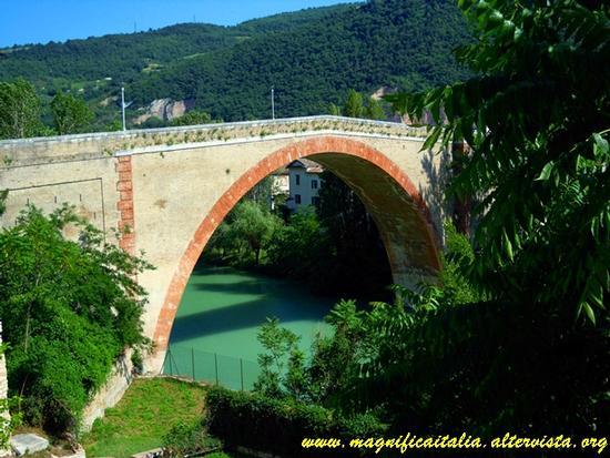 Il ponte ad arco sul fiume Metauro - Fossombrone (4090 clic)