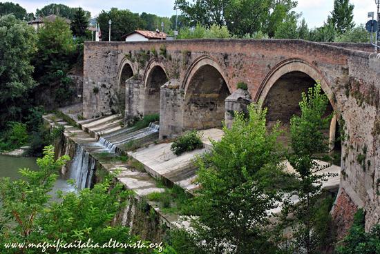 Il Ponte dei Veneziani - Meldola (5084 clic)